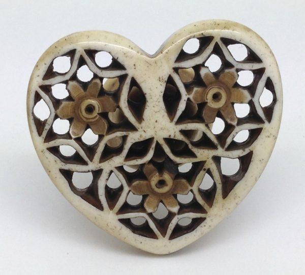 CK679 Resin Fretwork Heart